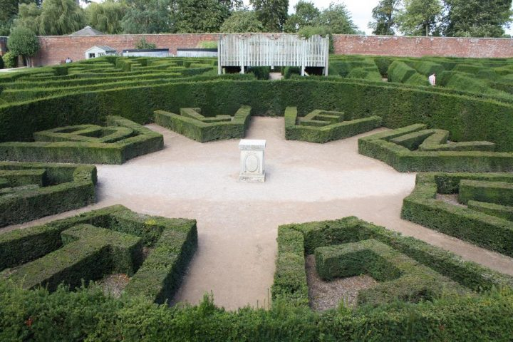 photo credit: Blenheim Palace Maze via photopin (license)