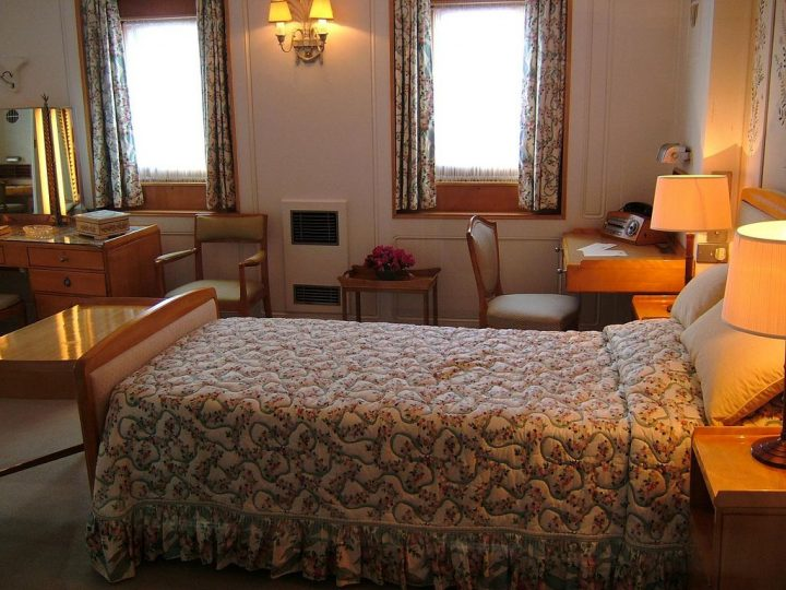 photo credit: The Royal Yacht Britannia 25-05-2006 via photopin (license)