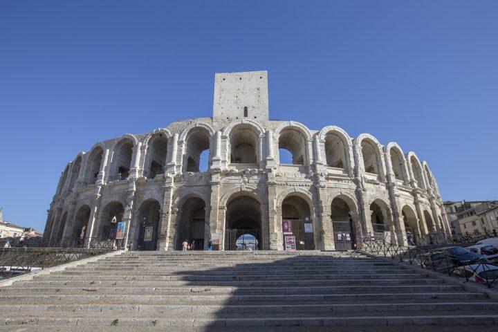 アルルのローマ遺跡|アルルのローマ遺跡とロマネスク様式建造物群