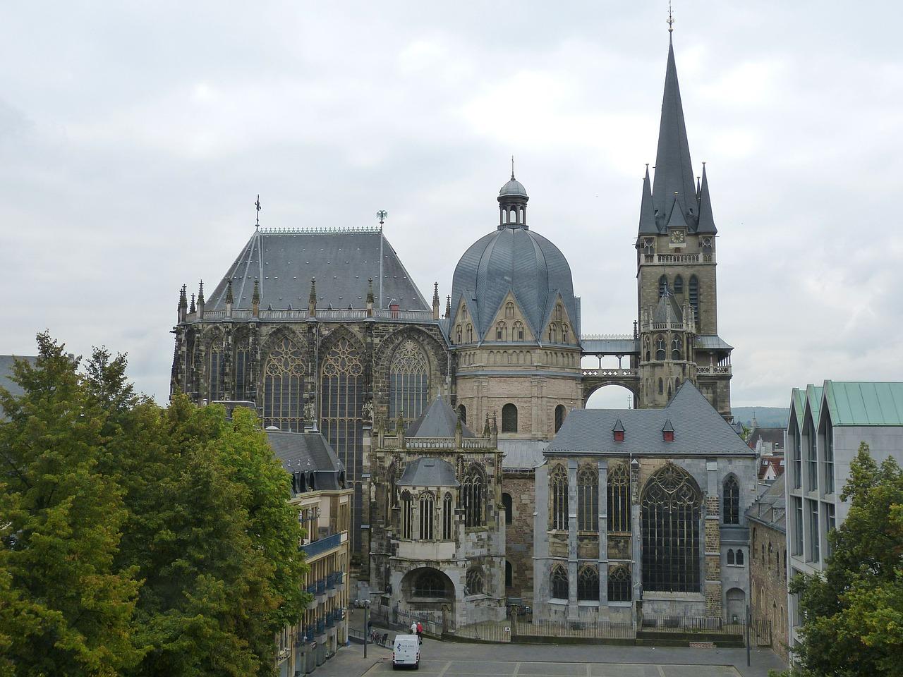 アーヘン大聖堂|ドイツ 文化遺...