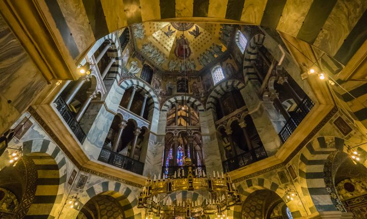 photo credit: Barbarossaleuchter - Innere des Aachener Dom - Aachen - Nordrhein-Westfalen - Deutschland via photopin (license)
