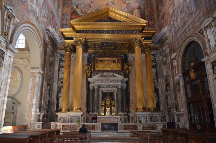 photo credit: San Giovanni in Laterano, altar in transept (2) via photopin (license)