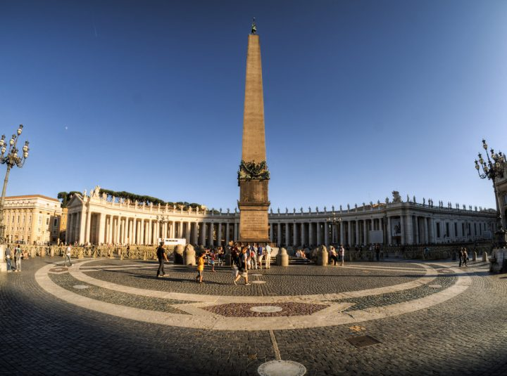 photo credit: St. Peter's Square, the Vatican via photopin (license)