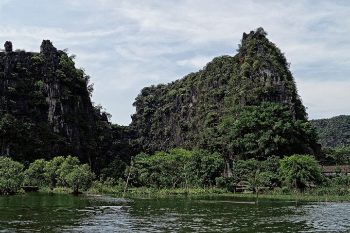 photo credit: Tam Coc: Where Mountains Meet Rivers via photopin (license)