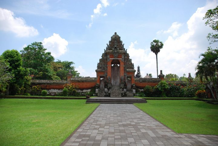 photo credit: Temple Gate - Pura Taman Ayun via photopin (license)
