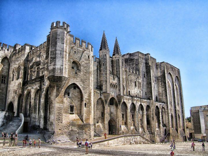 教皇宮殿|アヴィニョン歴史地区:教皇宮殿、大司教座の建造物群およびアヴィニョン橋