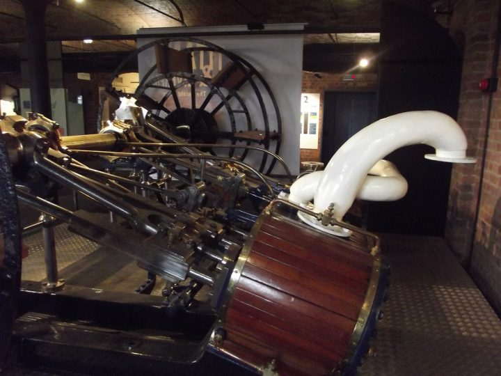 photo credit: Merseyside Maritime Museum - Albert Dock, Liverpool - Builders of Great Ships - Compound engine via photopin (license)