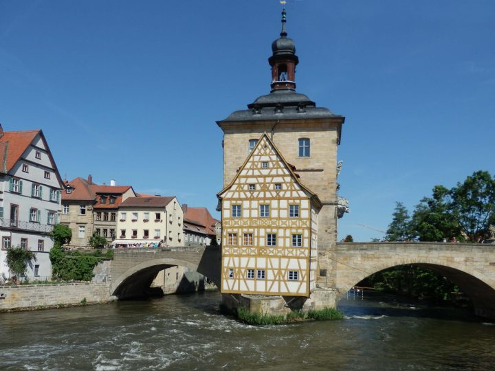 photo credit: Das Alte Rathaus in Bamberg via photopin (license)