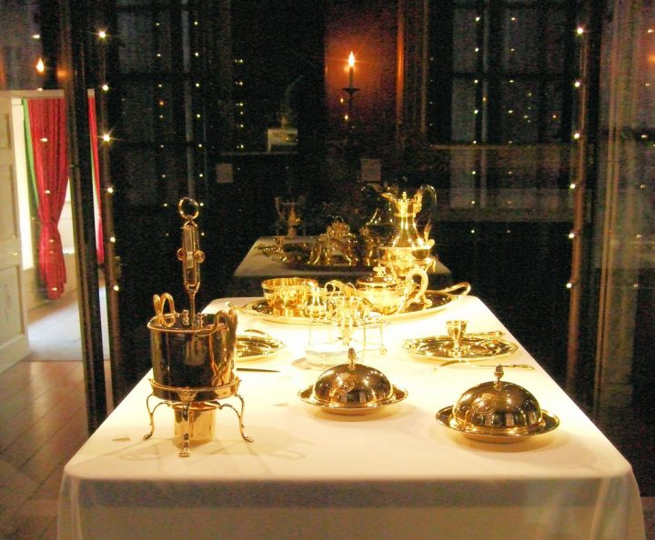 photo credit: Gold Dining Utensils At Kew Palace - London. via photopin (license)
