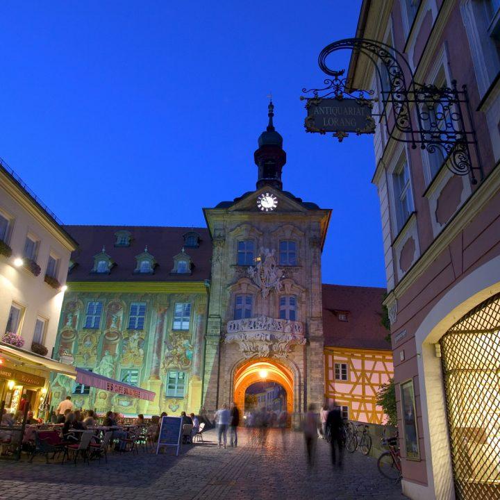 photo credit: Frontalansicht des Alten Rathauses zur Blauen Stunde via photopin (license)