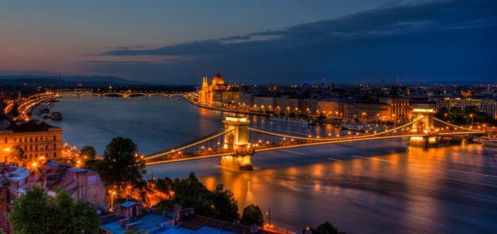 ブダペストのドナウ河岸とブダ城地区およびアンドラーシ通りの画像 p1_8