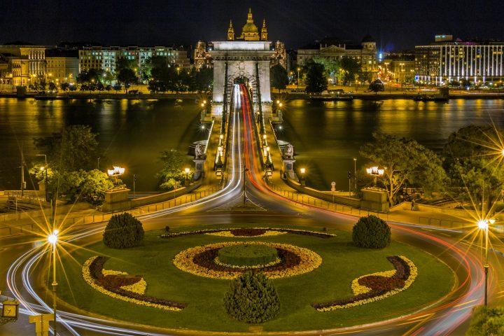 【世界遺産】セーチェニくさり橋|ブダペストのドナウ河岸とブダ城地区およびアンドラーシ通り