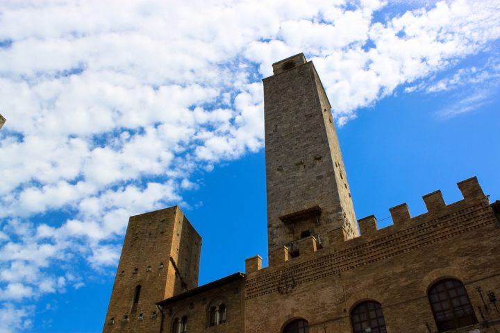 photo credit: Piazza Duomo, San Gimignano via photopin (license)