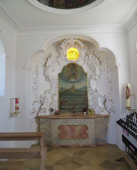 photo credit: Small chapel next to Church of the Scourged Saviour aka Wies Pilgrimage Church (Wieskirche) - Steingaden, Germany via photopin (license)