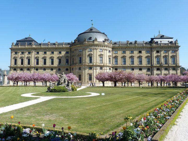 宮殿|ヴュルツブルク司教館、その庭園群と広場