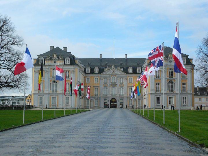 アウグストゥスブルク城|ブリュールのアウグストゥスブルク城と別邸ファルケンルスト