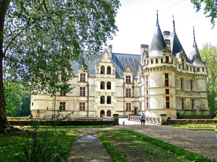 アゼ・ル・リドー城|シュリー=シュル=ロワールとシャロンヌ間の ロワール渓谷