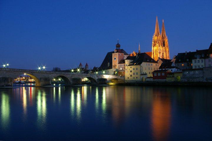 石橋(シュタイナーネ橋)|レーゲンスブルクの旧市街とシュタットアムホーフ