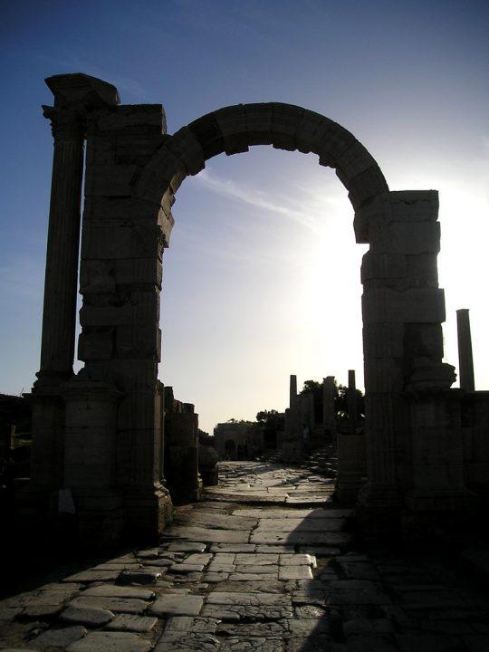 トラヤヌス帝の凱旋門|レプティス・マグナの考古遺跡 |世界遺産 ...