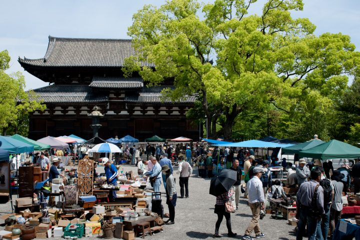 photo credit: 20140504_101 Flea Market in Toji-Temple [ Kyoto, JP ] | 京都・東寺 ガラクタ市 via photopin (license)