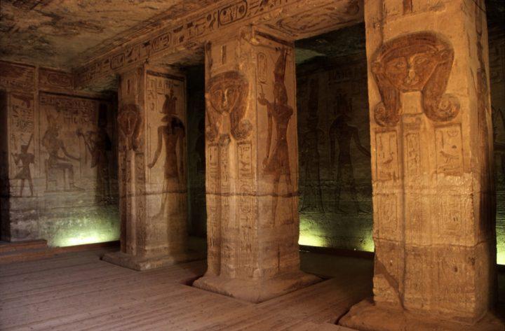 photo credit: Ägypten 1999 (111) Im Kleinen Tempel von Abu Simbel via photopin (license)