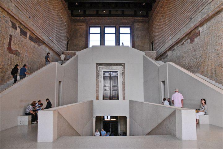 photo credit: Grand escalier du Hall du Neues Museum (Berlin) via photopin (license)