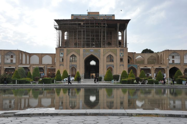 photo credit: Richard Weil Ālī Qāpū palace Esfahan via photopin (license)