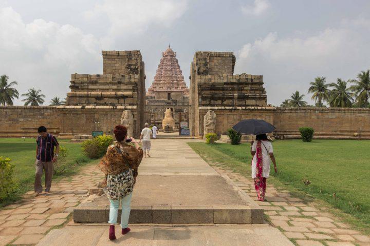 photo credit: Aravindan Ganesan Travellers, Gangaikonda cholapuram via photopin (license)