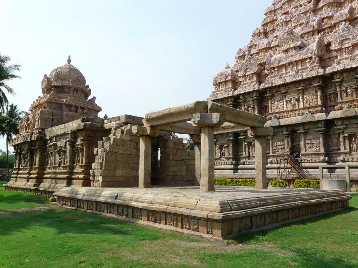 photo credit: varunshiv Side shrine via photopin (license)
